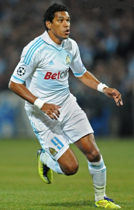 Marseille-2011-12-adidas-home-kit.jpg