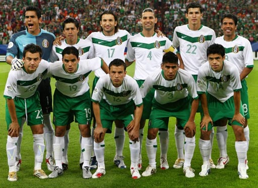 Mexico-06-NIKE-away-white-green-white-group.JPG