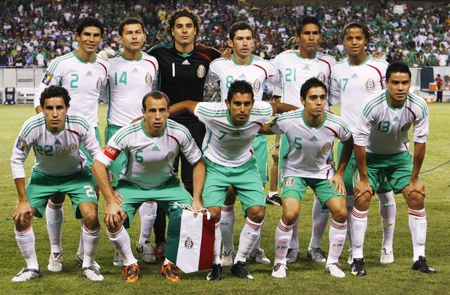 Mexico-08-09-adidas-away-kit-white-green-white-line-up.jpg