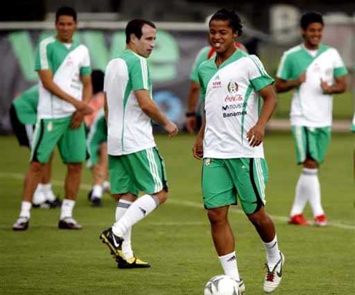 Mexico-09-adidas-training-white-green-white.jpg