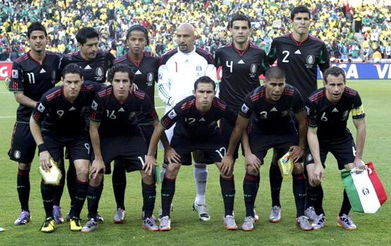 Mexico-10-adidas-World Cup-away-kit-black-black-black-pose.JPG