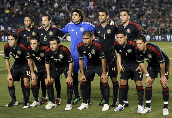 Mexico-11-12-adidas-away-kit-black-black-black-line-up.JPG