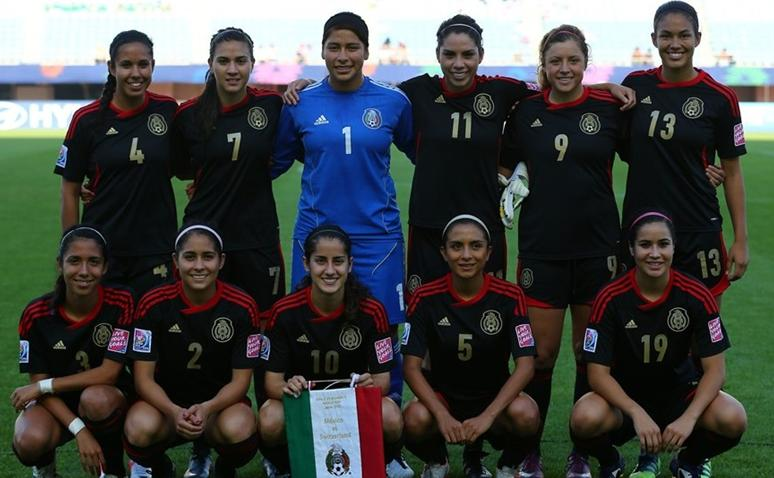 Mexico-12-adidas-U20-women-away-kit-black-black-black-line-up.JPG