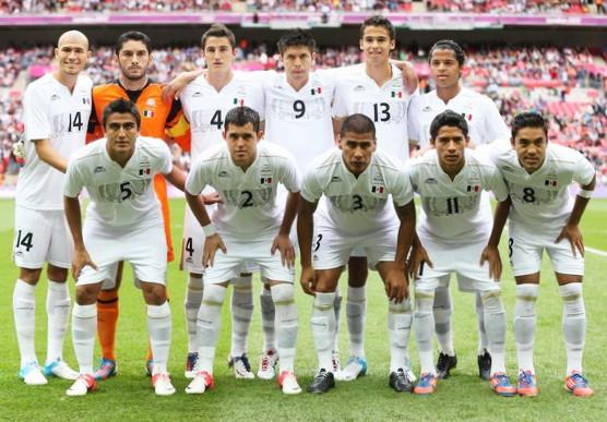 Mexico-12-atletica-olympic-third-kit-white-white-white-line-up.jpg