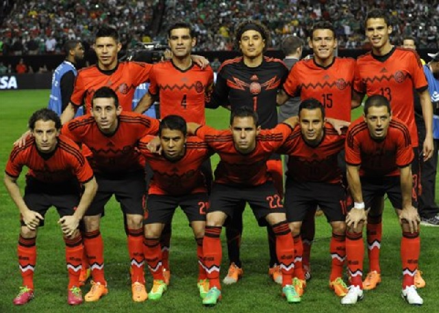 Mexico-14-15-adidas-away-kit-red-black-red-group-photo.jpg