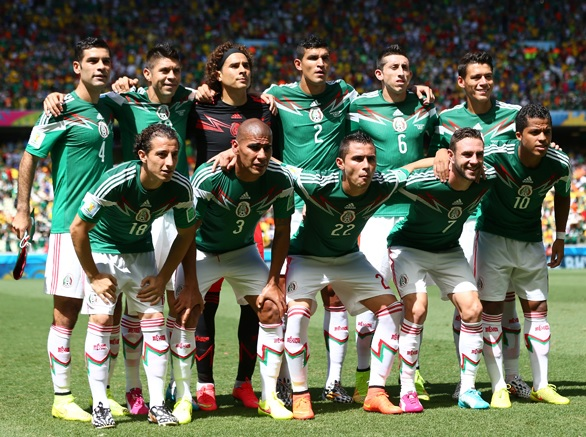 Mexico-14-15-adidas-home-kit-green-white-white-group-photo.jpg