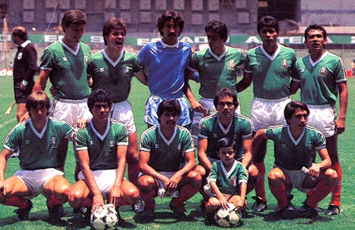 Mexico-85-adidas-kit-green-white-red-pose.JPG
