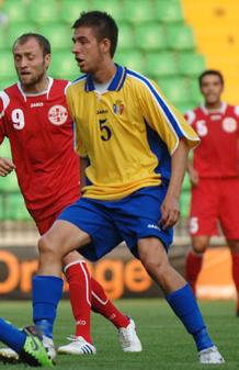 Moldova-10-11-JAKO-away-kit-yellow-blue-blue.JPG