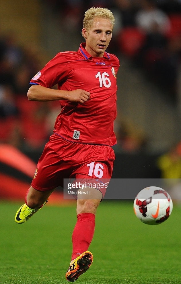 Moldova-2012-13-JAKO-away-kit-red-red-red.jpg