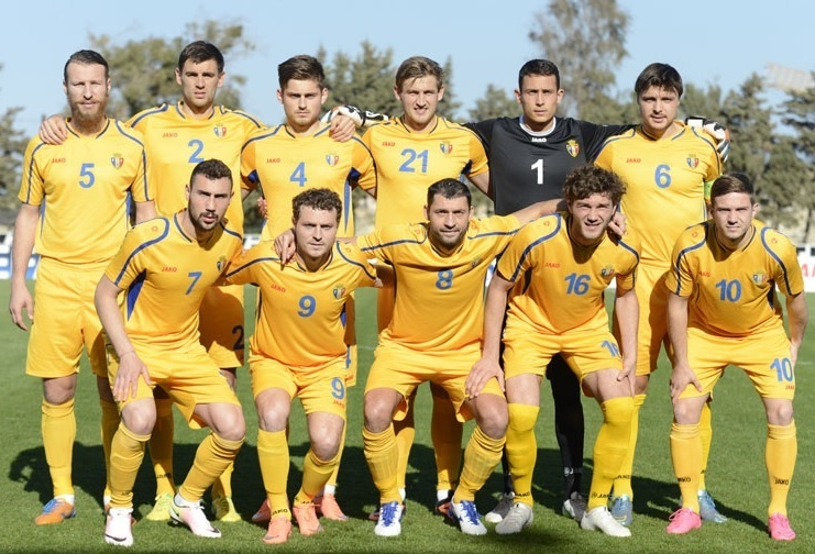 Moldova-2014-15-JAKO-third-kit-yellow-yeloow-yellow-line-up.jpg