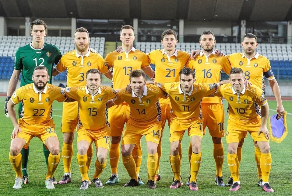 Moldova-2016-17-JAKO-away-kit-yellow-yeloow-yellow-line-up.jpg