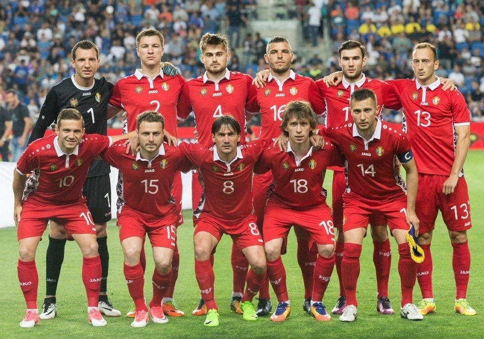 Moldova-2016-17-JAKO-third-kit-red-red-red-line-up.jpg