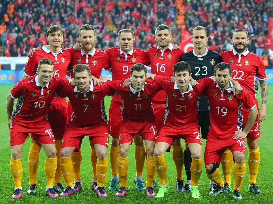 Moldova-2016-17-JAKO-third-kit-red-red-yellow-line-up.jpg