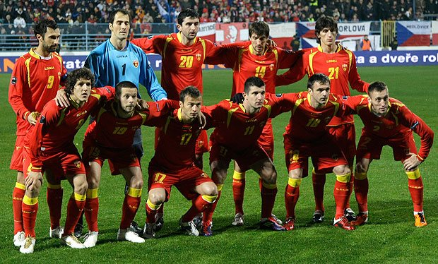 Montenegro-11-12-LEGEA-home-kit-red-red-red-line-up.jpg