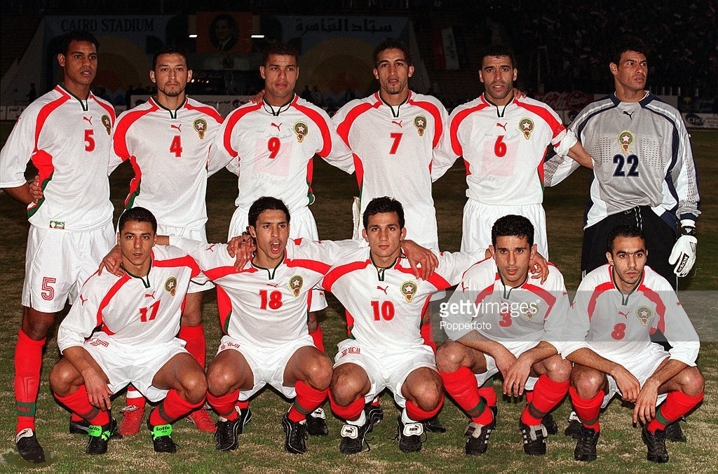 Morocco-2000-01-PUMA-away-kit-white-white-red-line-up.jpg
