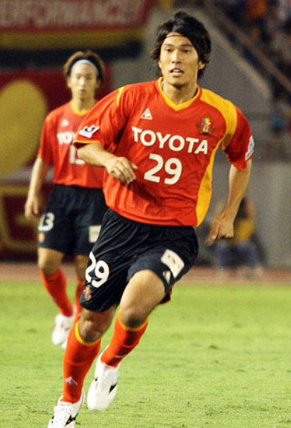 Nagoya-Grampus-Eight-07-08-Le coq-home-kit-red-black-red.jpg