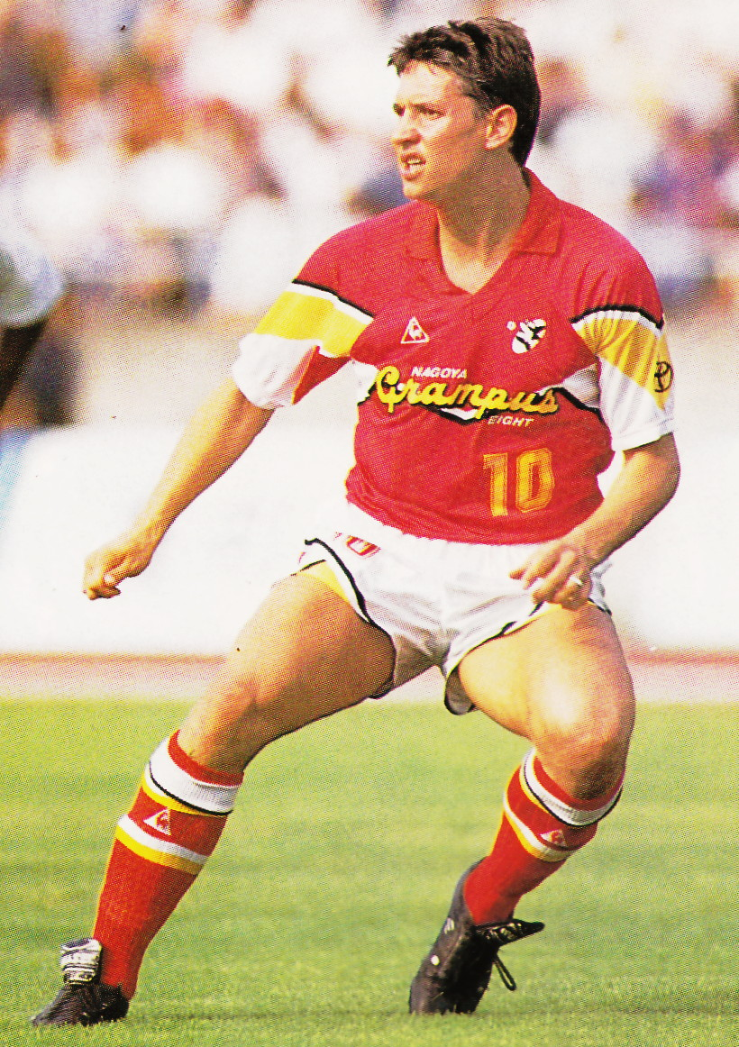 Nagoya-Grampus-Eight-92-Le coq-home-kit-red-white-red.jpg