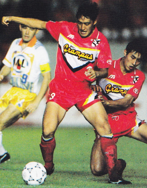 Nagoya-Grampus-Eight-93-94-Mizuno-home-kit-red-red-red.jpg