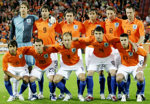 Netherland-06-07-NIKE-uniform-orange-white-blue-group.JPG