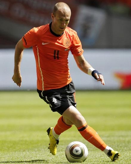 Netherland-10-11-NIKE-home-kit-orange-black-orange-2.JPG