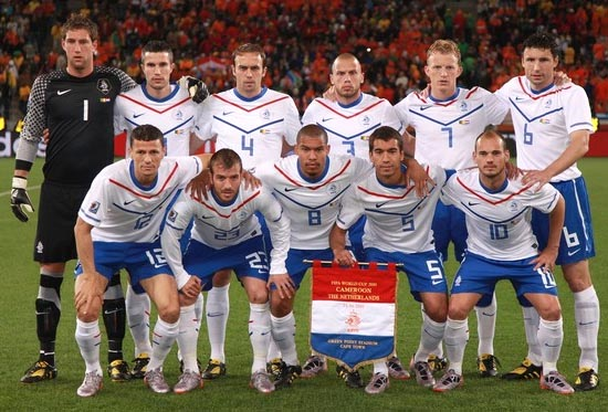 Netherland-10-NIKE-World Cup-away-kit-white-blue-white-pose.JPG