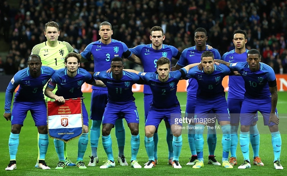 Netherland-2016-away-kit-blue-blue-light-blue-line-up.jpg