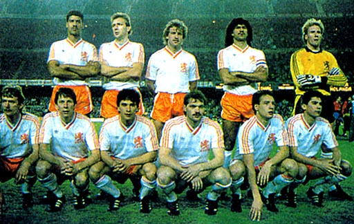 Netherland-87-adidas-white-orange-white-group.JPG