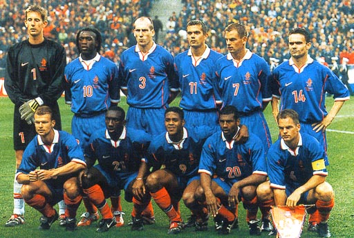Netherland-98-99-NIKE-uniform-blue-blue-orange-group.JPG