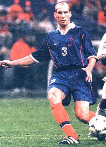 Netherland-98-99-NIKE-uniform-blue-blue-orange.JPG