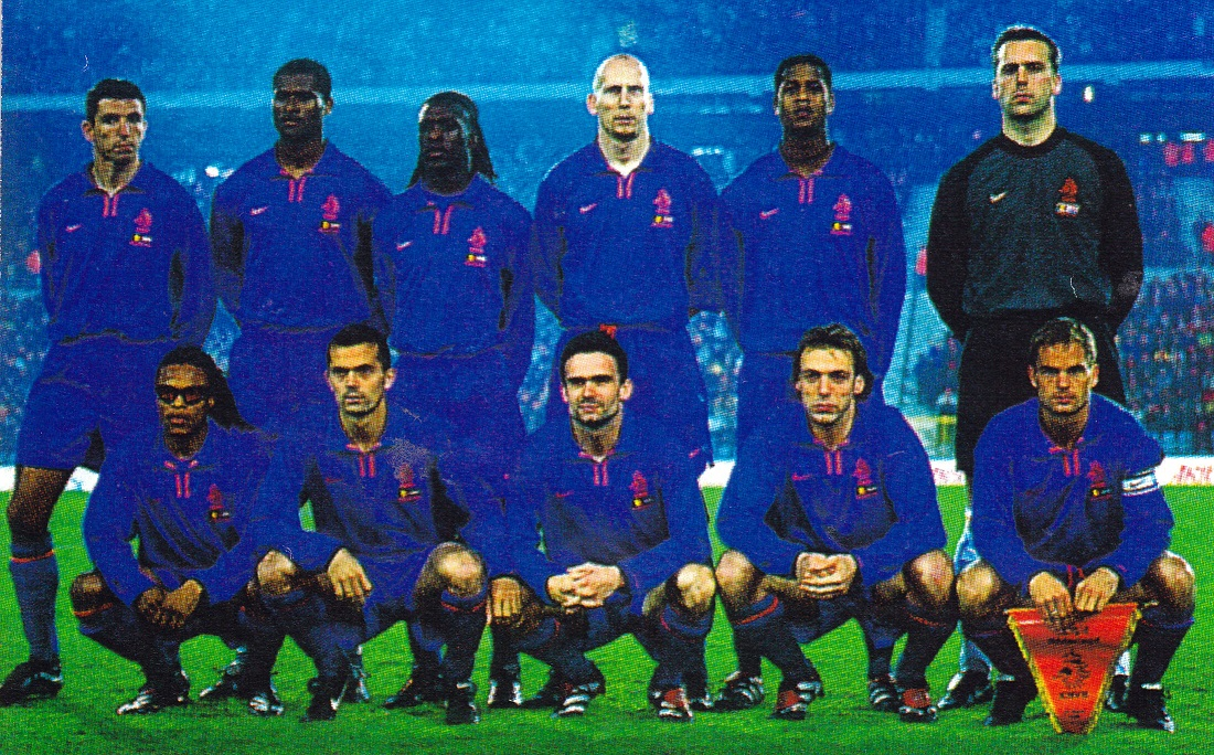 Netherlands-00-01-NIKE-away-kit-blue-blue-blue-group-photo.jpg
