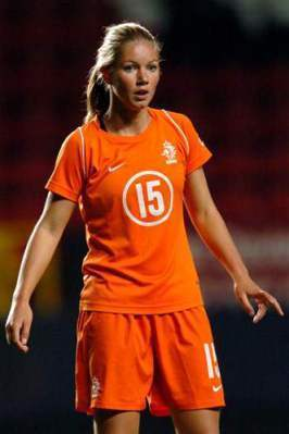 Netherlands-04-05-NIKE-women-home-kit-orange-orange-orange.jpg