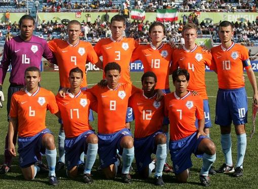 Netherlands-08-09-NIKE-uniform-orange-blue-light blue-group.JPG