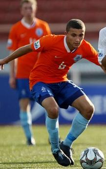 Netherlands-08-09-NIKE-uniform-orange-blue-light blue.JPG