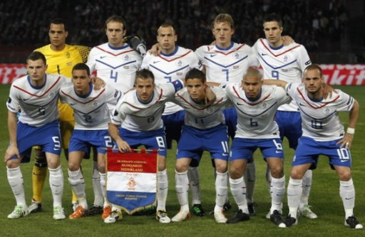 Netherlands-10-11-NIKE-EURO-away-kit-white-blue-white-line-up.jpg