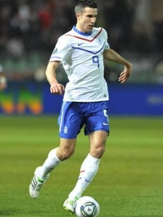Netherlands-10-11-NIKE-EURO-away-kit-white-blue-white.jpg