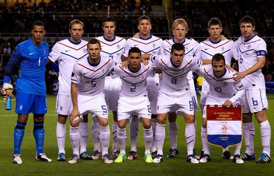 Netherlands-10-11-NIKE-away-kit-white-white-white-line-up.jpg