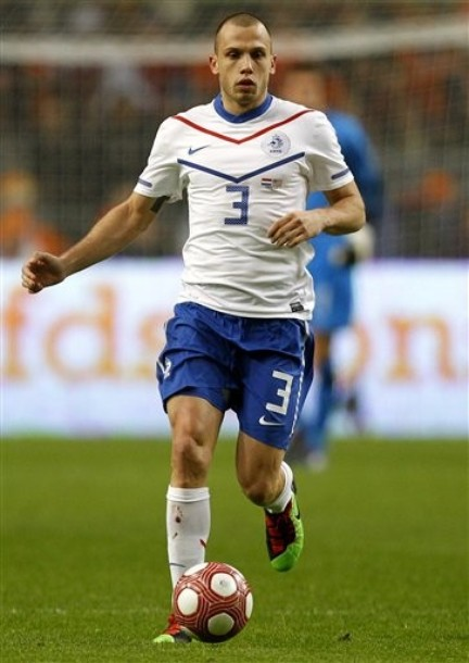Netherlands-10-11-NIKE-away-uniform-white-blue-white.jpg