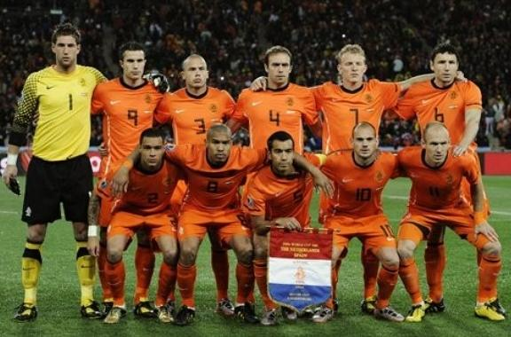 Netherlands-10-NIKE-World Cup-home-kit-orange-orange-orange-pose.JPG
