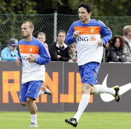 Netherlands-10-NIKE-training-blue.JPG