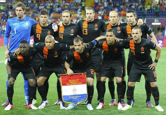 Netherlands-12-13-NIKE-away-kit-black-black-black-line-up.jpg