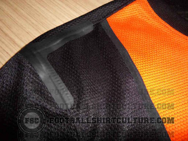 Netherlands-12-13-Nike-new-away-shirt-2.jpg