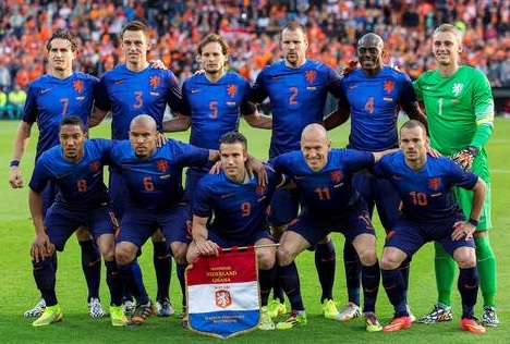 Netherlands-14-15-NIKE-away-kit-blue-blue-blue-line-up.jpg