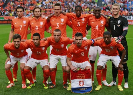 Netherlands-14-15-NIKE-home-kit-orange-white-orange-line-up.jpg