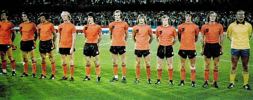 Netherlands-1976-adidas-home-kit-orange-black-orange-line.jpg
