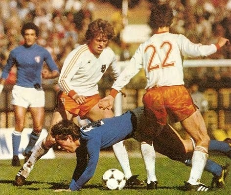 Netherlands-1978-adidas-world-cup-away-kit-white-orange-white.jpg