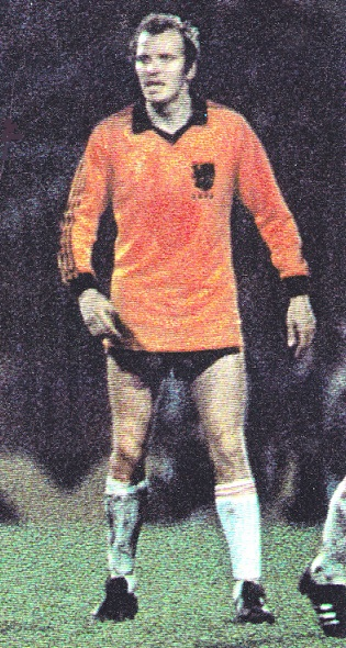Netherlands-1981-adidas-home-kit-orange-black-white.jpg