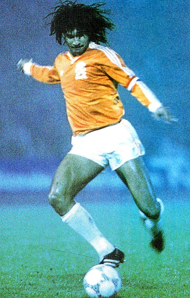 Netherlands-1987-adidas-home-kit-orange-white-white.jpg