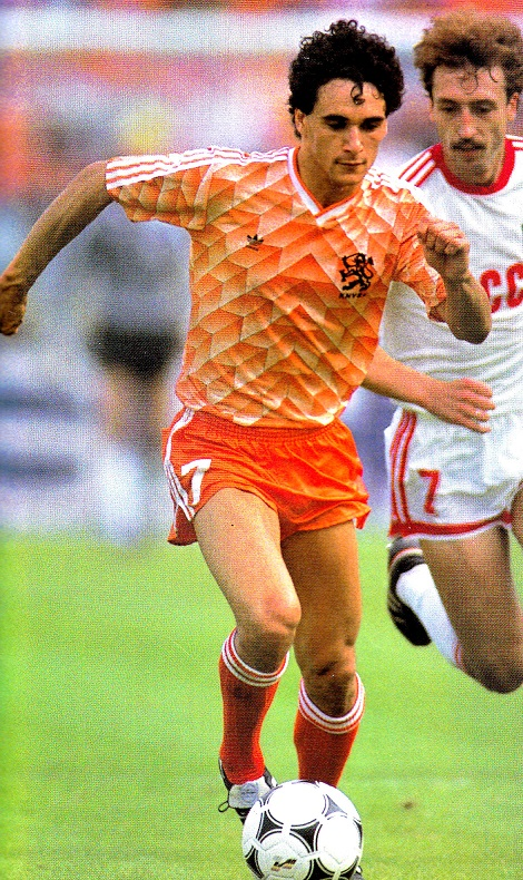 Netherlands-1988-adidas-home-kit-orange-orange-orange.jpg