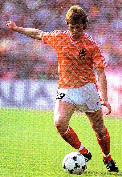 Netherlands-1988-adidas-home-kit-orange-white-orange.jpg