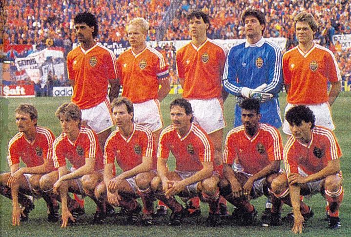 Netherlands-1989-adidas-home-kit-orange-white-orange-group-photo.jpg